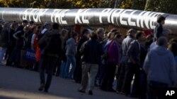 """示威者2011年11月在白宮外反對興建""""基石XL""""輸油管(資料圖片)"""