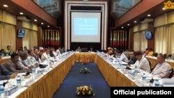 ၿငိမ္းခ်မ္းေရးျဖစ္စဥ္ဆိုင္ရာ အလြတ္သေဘာအစည္းအေဝးကို NRPC ဗဟိုဌာန(ရန္ကုန္)တြင္ က်င္းပစဥ္ (၂၉ ဇူလိုင္လ ၂၀၁၇)