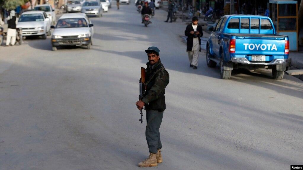 سرباز افغان در فراه