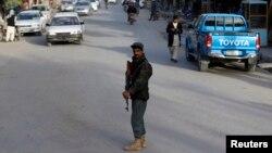 عبدالخالق نورزی، ولسوال خاک سفید ولایت فراه، روز سه شنبه در نتیجه انفجار ماین کشته شد