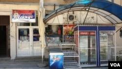 Arhiva - Prodavnice u severnom delu Kosovske Mitrovice zatvorene nakon uvođenja taksi od 100 odsto na robu iz Srbije, 1. jula 2019. Takse su ukinute 31. marta 2020.
