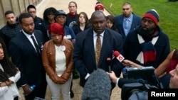Los padres de Michael Brown, Lesley McSpadden y Michael Brown Sr. en conferencia de prensa en Ginebra.