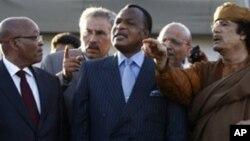 Le président congolais Denis Sassou Nguesso avec Jacob Zuma et Moammar Kadhafi à Tripoli en 2012. (Photo AP)