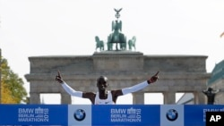 "Eliud Kipchoge memenangkan ""Berlin Marathon"" hari Minggu (16/9)."
