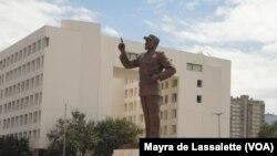 A estátua de Samora Machel na Praça da Independência em Maputo.