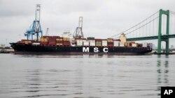 Brod MSC Gayane usidren u luci u Filadelfiji