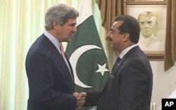 美国国会参议员约翰.克里5月16日在伊斯兰堡会晤巴基斯坦总理吉拉尼