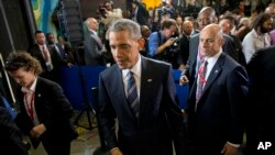El presidente Obama sale de la reunión con emprendedores en el edificio de La Cervecería, Habana, Cuba. Lunes 21 de marzo de 2016.