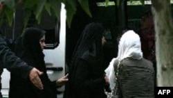 رژیم ایران به پایمال کردن حقوق مردم ایران ادامه می دهد