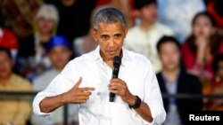 바락 오바마 미국 대통령이 7일 라오스에서 진행된 '동남아시아 지도자 이니셔티브(YSEALI)' 행사에서 연설하고 있다.