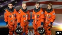 Posada šatla Atlantis (s leva na desno) Reks Valhajm, Dag Herli, komandant Kris Ferguson i Sendi Magnus