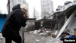 在顿涅茨克遭到炮击的一家商店