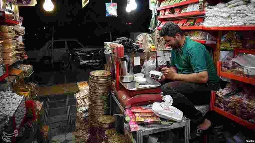 افطار کاسب ها. عکس: نیما نجفزاده، تسنیم