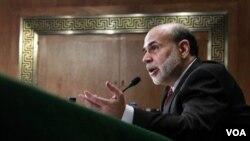 Gubernur bank sentral Amerika Ben Bernanke berbicara di gedung parlemen Amerika, Capitol Hill, pekan lalu.