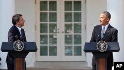 نشست خبری باراک اوباما رئیس جمهوری آمریکا (راست) و ماتئو رنزی نخست وزیر ایتالیا در کاخ سفید - ۲۷ مهر ۱۳۹۵