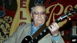 Scotty Moore, exguitarrista de Elvis Presley, murió a los 84 años.