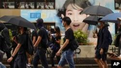 香港抗議者星期六(10月12)戴面罩或口罩舉行和平抗議遊行。 (美聯社)