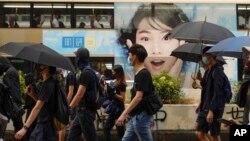 香港抗议者星期六(10/12)继续走上街头抗议。美联社