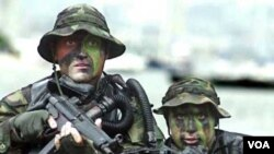 Pasukan khusus yang menewaskan Bin Laden adalah dari unit elit militer AS, Navy SEALs (gambar atas).