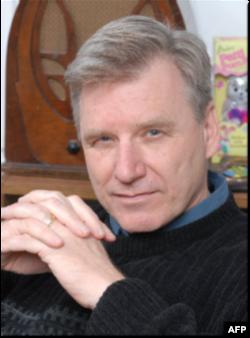 """Tác giả cuốn sách viết về cựu điệp viên Sergei Tretyakov, """"Comrade J: The Untold Secrets of Russia Master Spy,"""" Pete Earley"""