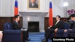 台灣總統馬英九接受日本NHK專訪(台灣總統府提供)