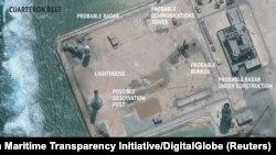 总部设在华盛顿的战略与国际研究中心亚洲海事透明计划发布的卫星图片显示在有争议的南中国海斯普拉特利群岛(即中国所说的南沙群岛)上可能建起的雷达设施。