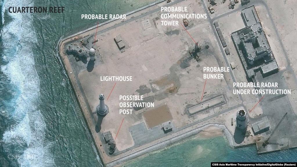 Ảnh vệ tinh cho thấy những công trình quân sự được đặt trên các đảo nhân tạo của Trung Quốc tại Biển Đông.