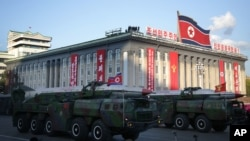 지난해 10월 북한 평양에서 열린 노동당 창건 70주년 열병식에 중거리 노동미사일이 등장했다. (자료사진)