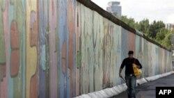 Almanlar Berlin Divarının 50-ci ildönümünü anır