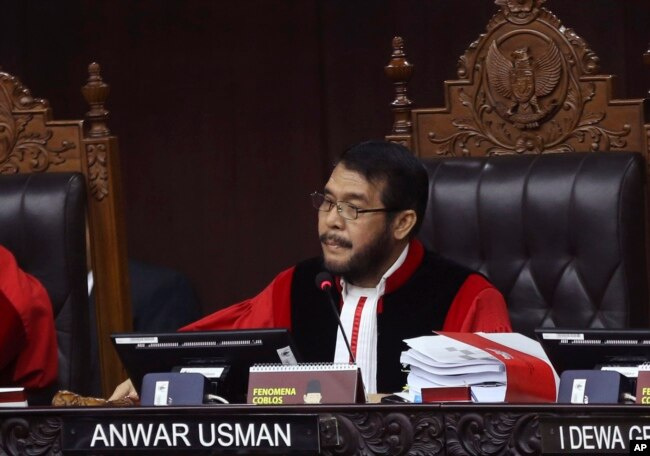 Ketua MK, Anwar Usman, memimpin sidang perdana gugatan hasil Pilpres 2019 yang diajukan oleh pasangan Prabowo Subianto-Sandiaga Uno. Jumat (14/6).