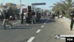 Una ambulancia atiende a los heridos en el lugar del ataque, tal como muestran las imágenes de televisión ddesde la sureña ciudad de Chahbahar en Irán.