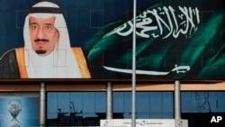 Poster Raja Salman di Riyadh, Arab Saudi, 19 April 2016 (Foto: dok).