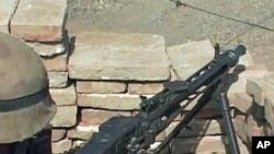 Pakistani Army soldier behind his machinegun
