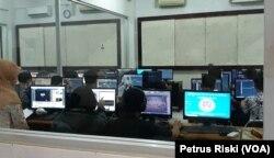 Suasana belajar mahasiswa di salah satu kelas di Kampus Institut Teknologi dan Bisnis ASIA, Malang