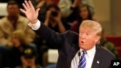 Bakal calon presiden dari Partai Republik Donald Trump di Claremont, New Hampshire, 5 Januari 2016.