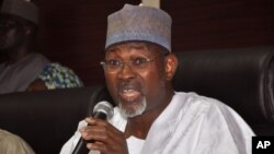 Independent National Electoral Commission Chairman Attahiru Jega speaks during a news conference in Abuja, Nigeria, Feb. 7, 2015.