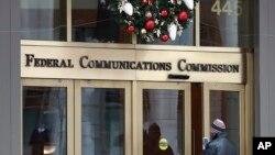 資料照片:位於華盛頓的聯邦通訊委員會的入口。 (2017年12月14日)