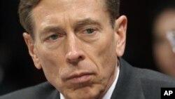 Tướng Petraeus viết rằng ông đã tỏ ra là có khả năng xét đoán tệ hại, và cách hành xử đó không thể được chấp nhận nơi một nhà lãnh đạo.