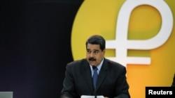 Presiden Venezuela Nicolas Maduro pada peluncuran mata uang digital Petro di Caracas, Venezuela, Selasa (20/2).