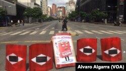 26일 베네수엘라 수도 카라카스에서 니콜라스 마두로 대통령에 반대하는 시위대가 거리를 봉쇄하고 있다.