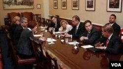 La reunión fue encabezada por Ileana Ros-Lehtinen, presidenta del Comité de Relaciones Exteriores de la Cámara de Representantes.