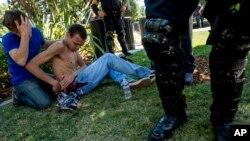 2016年6月加州三K党集会 遭抗议人士抵制 双方流血冲突