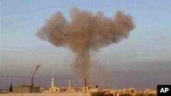지난 1일 시리아 북부 이드비주의 타프타나즈에서 정부군 전투기의 폭격으로 솟아오르는 화염. (자료사진)