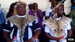Induna uThulani Mgoqo Jubane lezinye zikhuza abantu ukuba bengalwi eGoli.