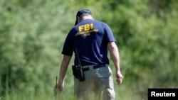 Los agentes del FBI realizaron redadas durante todo el fin de semana.