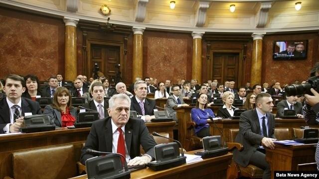 Poslanici Skupštine Srbije raspravljaju o Predlogu rezolucije o Kosovu, koja će predstavljati osnov za razgovore sa vlastima Kosova.