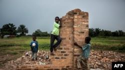 Des jeunes Congolais à Kasala, dans la région du Kasaï, en RDC, le 26 octobre 2017.