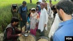سیلاب متاترین میں خوراک کی تقسیم