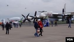 2013年莫斯科航展中展出的圖-95MS戰略轟炸機。