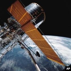 미국 천문학자 에드윈 허블의 이름을 딴 '허블 우주망원경'. 미 항공우주국이 1990년 쏘아 올렸으며, 지구 대기권 밖에서 지구 궤도를 돌면서 천체를 관측하고 있다.